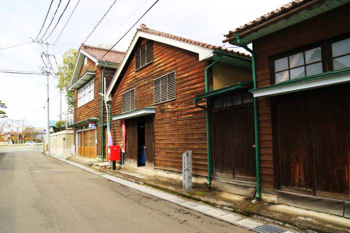 小友家の木材倉庫