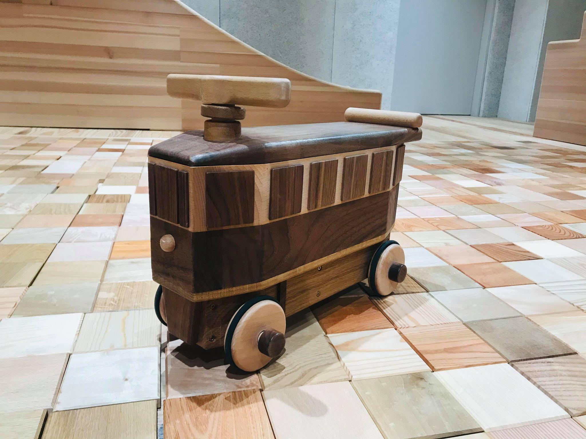 花巻おもちゃ美術館で人気のおもちゃ「馬面電車の乗用玩具」を販売開始!